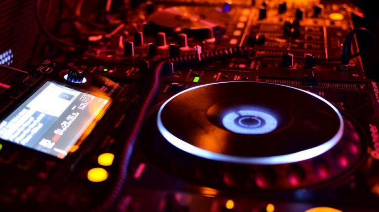 How Much Do DJs Make?
