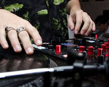Best DJ Controllers for Scratching in 2021