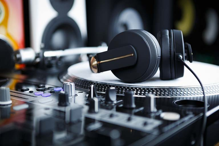 The Best Headphones For Electronic Dance Music