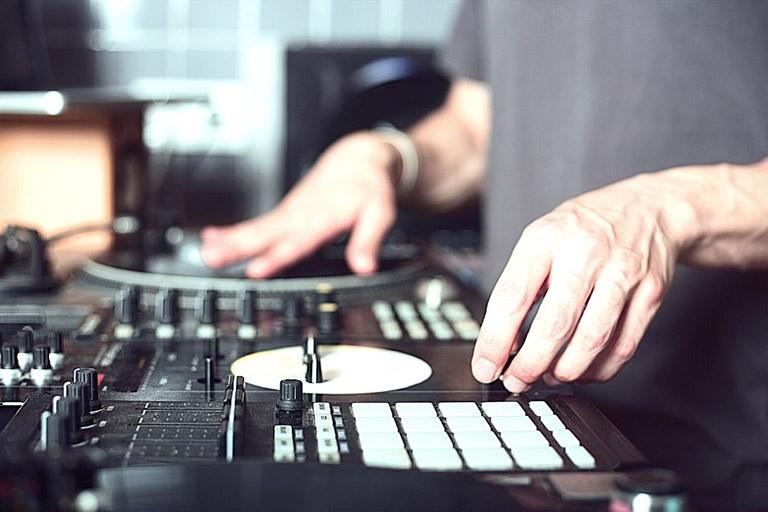 Ultimate Guide to Building a Home DJ Setup