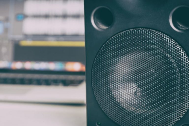 Edifier R1280DB Review – Extra Features and Great Sound